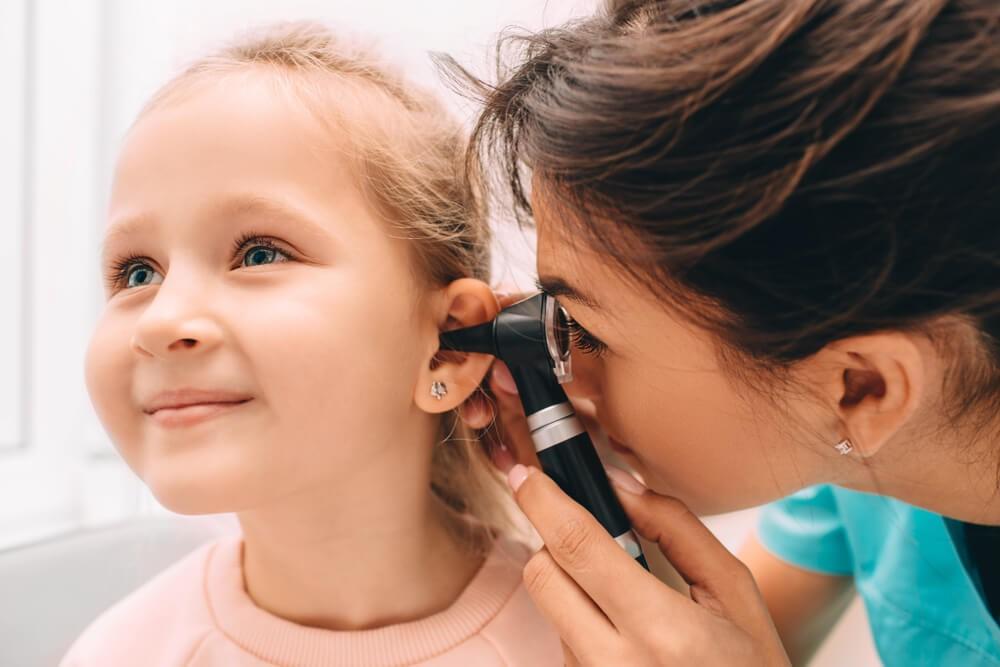 Лікувати отит вух у дитини слід починати якомога швидше