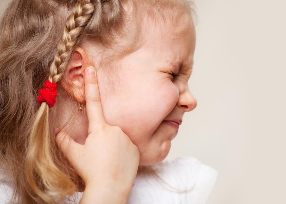 Симптоми дитячого отиту можуть проявлятися більше тижня
