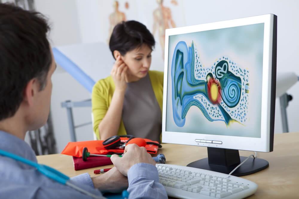 Лечение отита среднего уха должен назначать отоларинголог